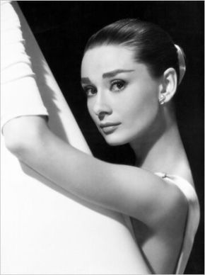 Audrey-Hepburn-Ultimate-Collection-20-DVD-Boxset-2